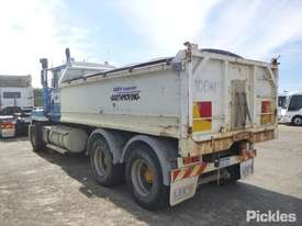 1997 Mack CLR SL 111 - picture2' - Click to enlarge