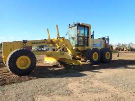 2011 Komatsu GD825A-2 Grader - picture0' - Click to enlarge