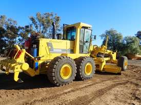 2011 Komatsu GD825A-2 Grader - picture2' - Click to enlarge