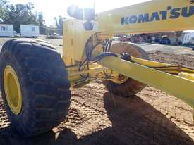 2011 Komatsu GD825A-2 Grader - picture5' - Click to enlarge