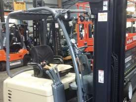 Electric Forklift Crown 1.8 Ton Container Mast 4.8 Lift Only $$$8500  - picture2' - Click to enlarge