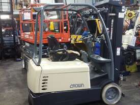 Electric Forklift Crown 1.8 Ton Container Mast 4.8 Lift Only $$$8500  - picture3' - Click to enlarge