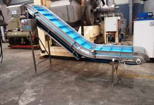 Incline Cleated Belt Conveyor, 3300mm L x 600mm W x 1900mm H