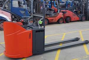 Used Forklift:  T20SP Genuine Preowned Linde 2t