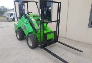 Used Avant 520 Articulated Loader with Pallet Forks