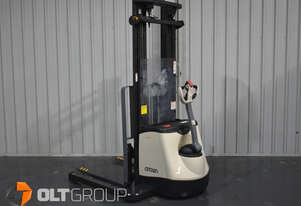Crown SX3030 Electric Walkie Stacker Forklift 5500mm Mast Lift Height Excellent Condition
