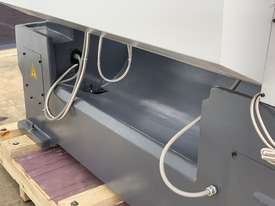 ASSET-1640TR - Toolroom Quality Heavy Weight 1600Kg 2 Axis DRO - picture18' - Click to enlarge