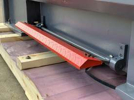 ASSET-1640TR - Toolroom Quality Heavy Weight 1600Kg 2 Axis DRO - picture19' - Click to enlarge