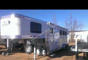 2013 CM TRAILERS THREE HORSE NOMAD WITH LIVING