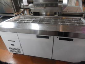 Williams refrigerated preparation counter - picture0' - Click to enlarge