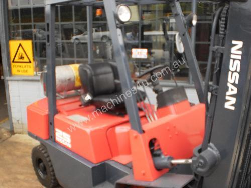 Nissan JO2 2.5 tonne container forklift