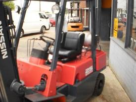 Nissan JO2 2.5 tonne container forklift - picture4' - Click to enlarge