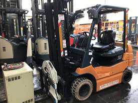 Toyota 7FB25 Electric Forklift with Rotator - picture1' - Click to enlarge