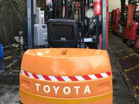 Toyota 7FB25 Electric Forklift with Rotator - picture2' - Click to enlarge