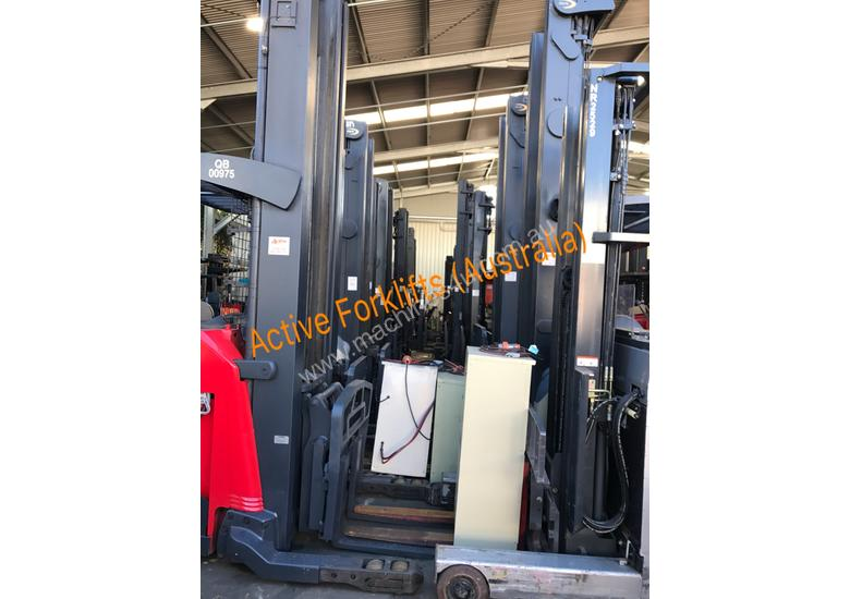 Toyota 7FB25 Electric Forklift with Rotator