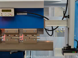 Yawei PBH 110-3100 CNC5, CNC7 or more. Precision CNC pressbrakes. Machines IN STOCK. - picture5' - Click to enlarge