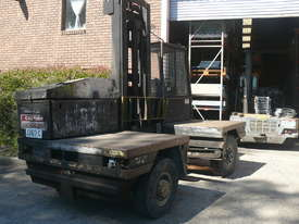 Lansing Boss 5 ton Side Loader Sideloader Forklift--Small and manoevreable - picture1' - Click to enlarge