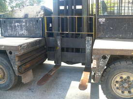 Lansing Boss 5 ton Side Loader Sideloader Forklift--Small and manoevreable - picture2' - Click to enlarge