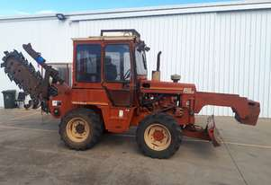 Ditch Witch    8020T Trencher