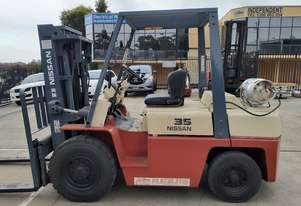 Nissan 3.5 Ton Container mast forklift 4.3m lift LPG Side shift