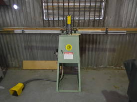 Notching guilotine