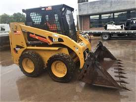 2018 CAT 226B-3 SKID STEER LOADER WITH LOW 200 HOURS - picture2' - Click to enlarge