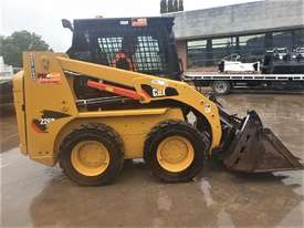 2018 CAT 226B-3 SKID STEER LOADER WITH LOW 200 HOURS - picture3' - Click to enlarge