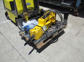 UBT45S Silence Hydraulic Hammer Bobcat loaders Rock Breaker ATTUBT - picture3' - Click to enlarge