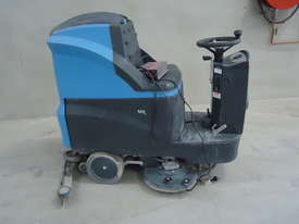 CONQUEST MR85B RIDE ON FLOOR SCRUBBER DRYER MACHINE - Only 51.5 Hrs - picture0' - Click to enlarge