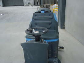 CONQUEST MR85B RIDE ON FLOOR SCRUBBER DRYER MACHINE - Only 51.5 Hrs - picture4' - Click to enlarge