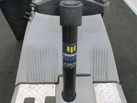 RIDE ON SWEEPER SURESWEEP STR 1000 INCLUDING EXTRAS - picture1' - Click to enlarge
