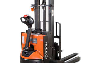 Raymond 6210 Walkie Straddle Stacker Forklift
