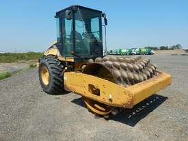 2005 CAT CP563E Single Drum Vibrating Padfoot Roller - picture3' - Click to enlarge