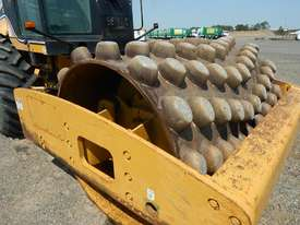 2005 CAT CP563E Single Drum Vibrating Padfoot Roller - picture5' - Click to enlarge