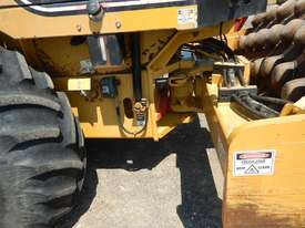 2005 CAT CP563E Single Drum Vibrating Padfoot Roller - picture6' - Click to enlarge
