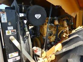 2005 CAT CP563E Single Drum Vibrating Padfoot Roller - picture9' - Click to enlarge