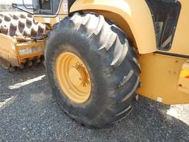 2005 CAT CP563E Single Drum Vibrating Padfoot Roller - picture11' - Click to enlarge