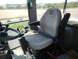 2005 CAT CP563E Single Drum Vibrating Padfoot Roller - picture14' - Click to enlarge