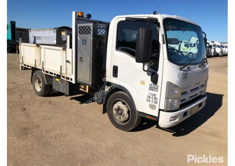 2010 Isuzu NQR450 Medium