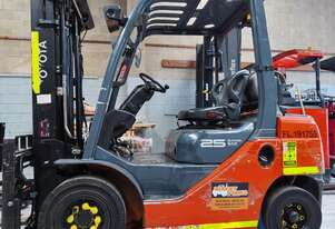 Used Toyota 2.5T 4.5M Gas Forklift