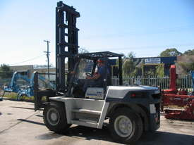 8 Tonne Forklift - picture1' - Click to enlarge