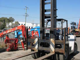 8 Tonne Forklift - picture2' - Click to enlarge