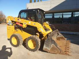 USED 2015 CAT 226D SKID STEER WITH LOW 700 HOURS - picture0' - Click to enlarge