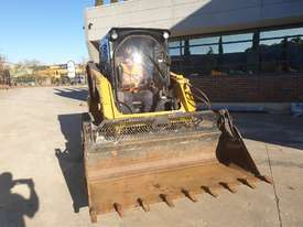 USED 2015 CAT 226D SKID STEER WITH LOW 700 HOURS - picture1' - Click to enlarge