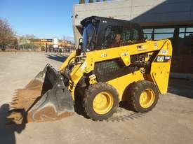 USED 2015 CAT 226D SKID STEER WITH LOW 700 HOURS - picture5' - Click to enlarge
