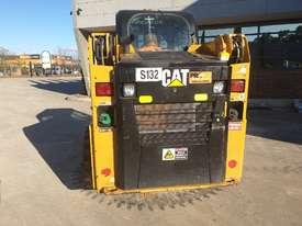 USED 2015 CAT 226D SKID STEER WITH LOW 700 HOURS - picture9' - Click to enlarge