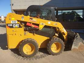 USED 2015 CAT 226D SKID STEER WITH LOW 700 HOURS - picture12' - Click to enlarge