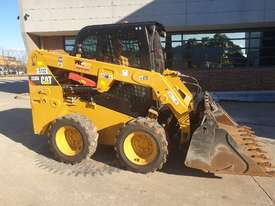 USED 2015 CAT 226D SKID STEER WITH LOW 700 HOURS - picture13' - Click to enlarge
