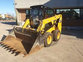 USED 2015 CAT 226D SKID STEER WITH LOW 700 HOURS - picture17' - Click to enlarge