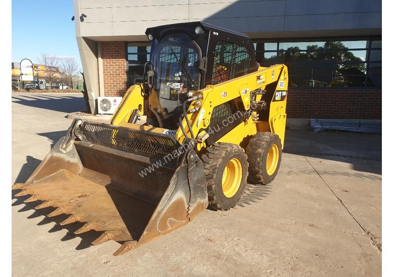 USED 2015 CAT 226D SKID STEER WITH LOW 700 HOURS